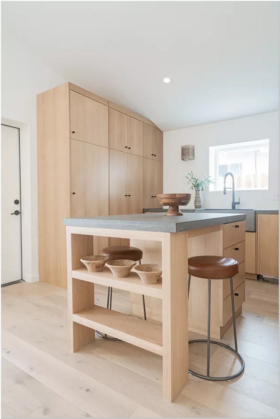 These 8 Minimalist Kitchen Island Ideas Will Never Bore You